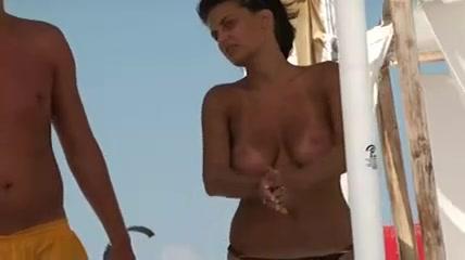 nakenstrand kvinna